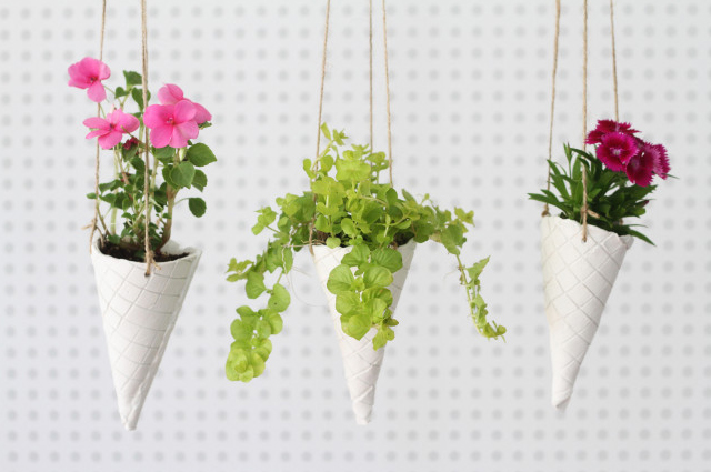 18 Easy DIY Projects You Need to Try This Weekend : Ice Cream Cone Hanging Planters from cooldiyideas.com size 640 x 425 jpeg 168kB