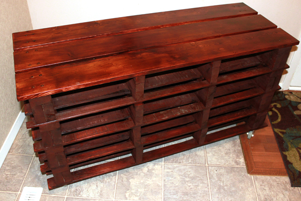 16 awesome ways to recycle and reuse wooden pallets. Black Bedroom Furniture Sets. Home Design Ideas