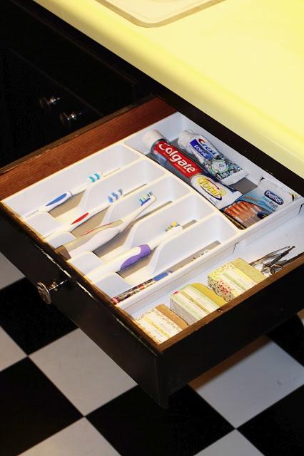20 creative storage ideas for a small bathroom organization for Creative silverware storage