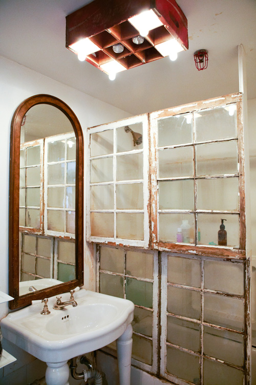 15 creative ways to repurpose and reuse old windows for Ideas for old windows pictures