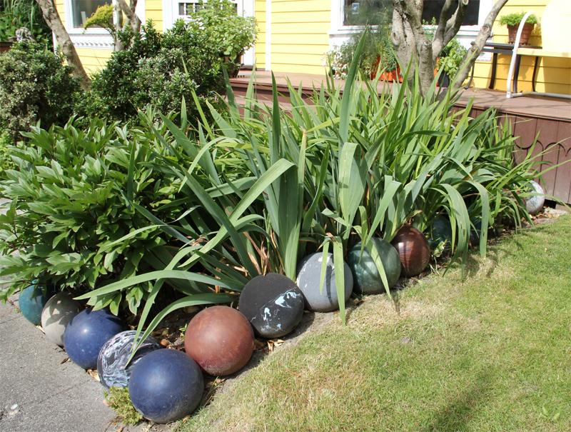 Garden Edging Ideas scrap treated wood as garden edging Bowling Ball Garden Border