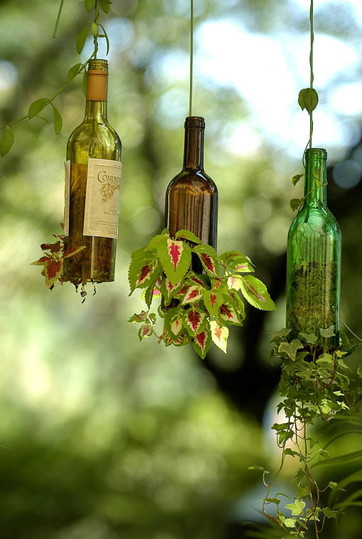 22 incredible ideas how to turn old things into beautiful for Cool things to do with a wine bottle