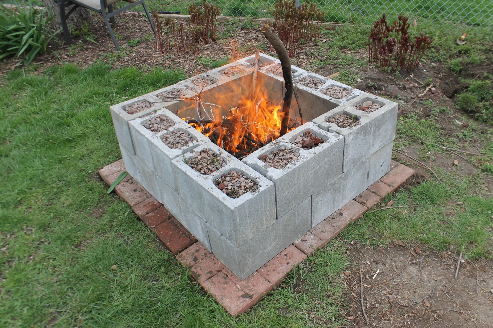 15 creative ways to use concrete blocks in your home and garden - Houses made concrete blocks ...