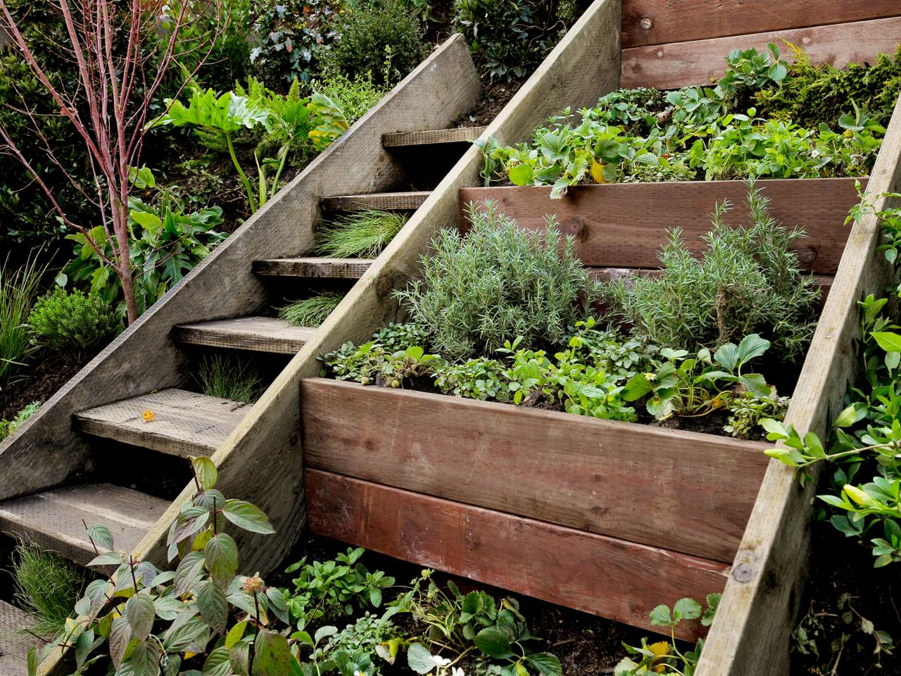 15 awesome diy garden steps and stairs. Black Bedroom Furniture Sets. Home Design Ideas