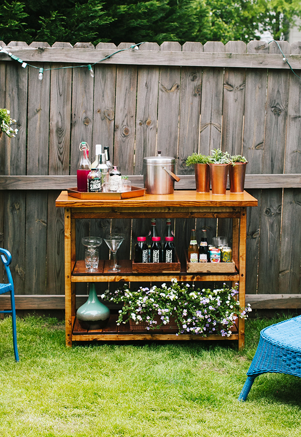 15 awesome diy outside bar ideas for Diy outdoor bar top