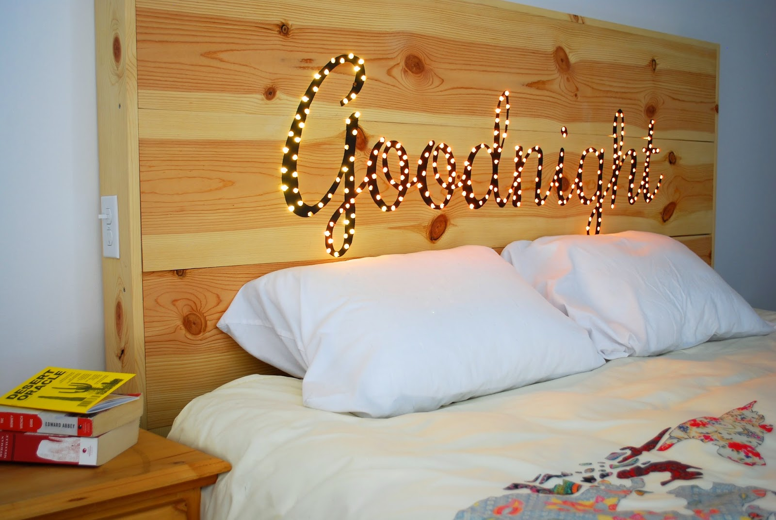 25 cheap and chic diy headboard ideas for Tete de lit lumineuse led