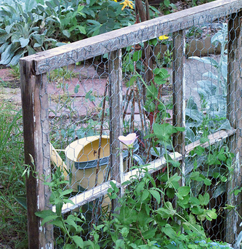 12 diy garden trellis plans designs and ideas for Simple diy garden designs