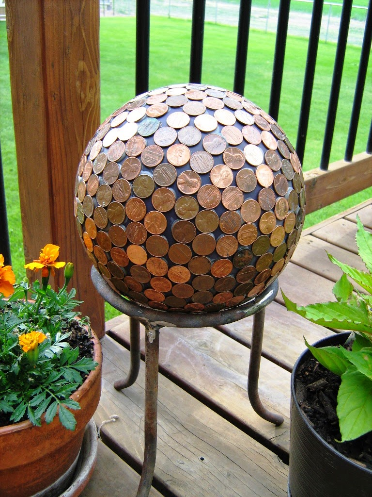 10 diy decorative garden balls for Homemade garden decor crafts