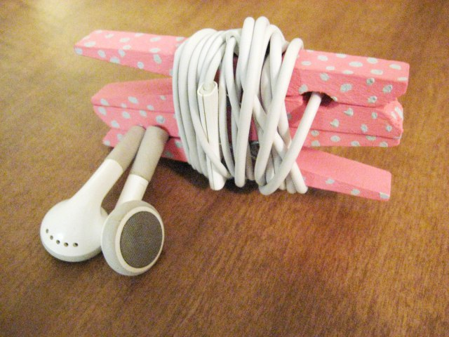 Keep your headphones untangled and tidy with headphone clips from clothespins