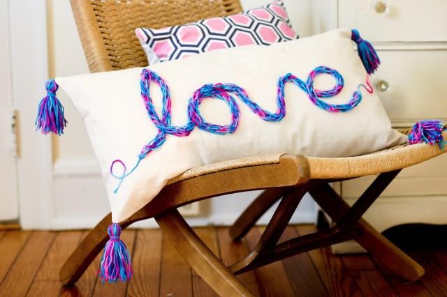 Make this fun tasseled finger knit