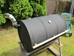 Use a 55-gallon drum to build a BBQ barrel smoker