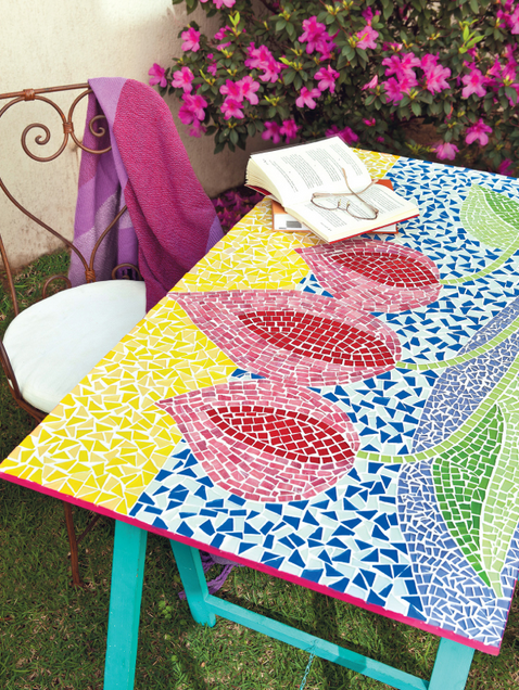 DIY outdoor mosaic table