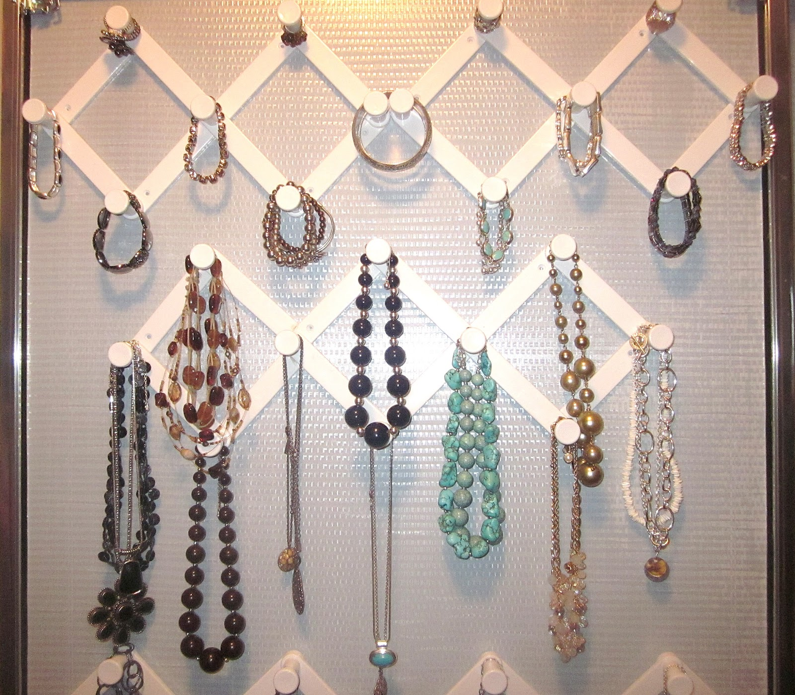 Use Expandable Peg Hooks to Keep Your Jewelry Organized