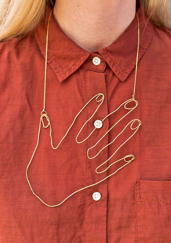 hand shaped wire necklace
