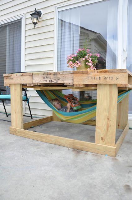 Pallet Table with Hammock